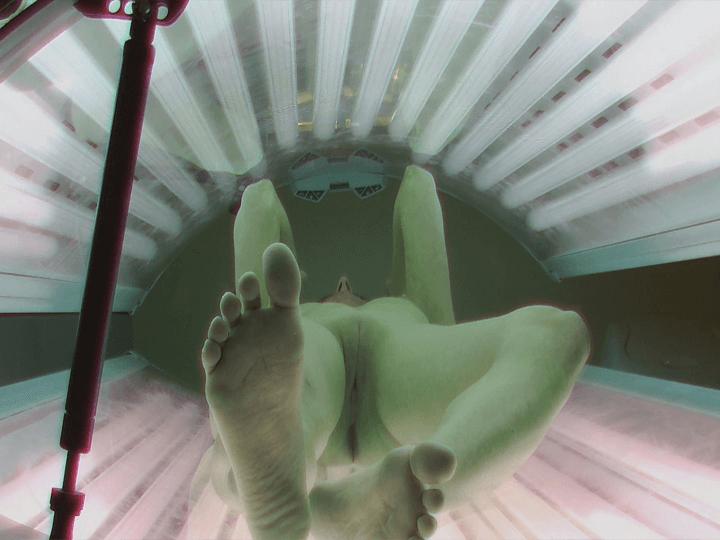 Deutscher Voyeur Sexfotos aus deutschem Solarium zeigt eine feuchte Fotze in Nahaufnahme